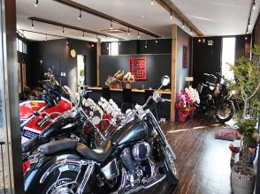 店内には整備されたバイクが勢揃い